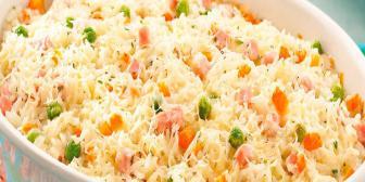 Arroz de forno com carne seca e gratinado com queijo canastra